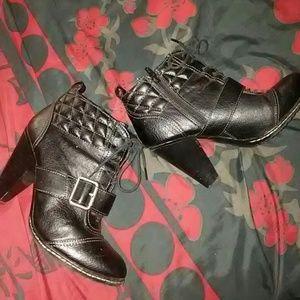 Shoes - GUC BLACK HEEL BOOTIES